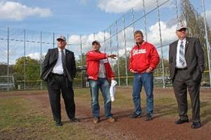 Scott York (rechts) und Bob Farren (links) auf dem Trainingsgelände der Redwings (courtesy Hofheimer-Zeitung)